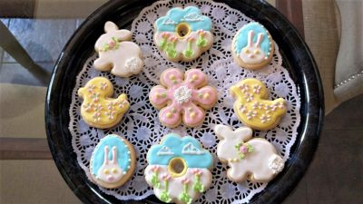 Cute ideas and how to decorate Easter cookies