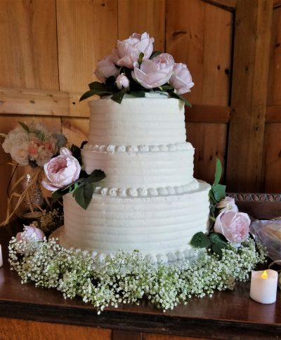simple and elegant three tier wedding cake