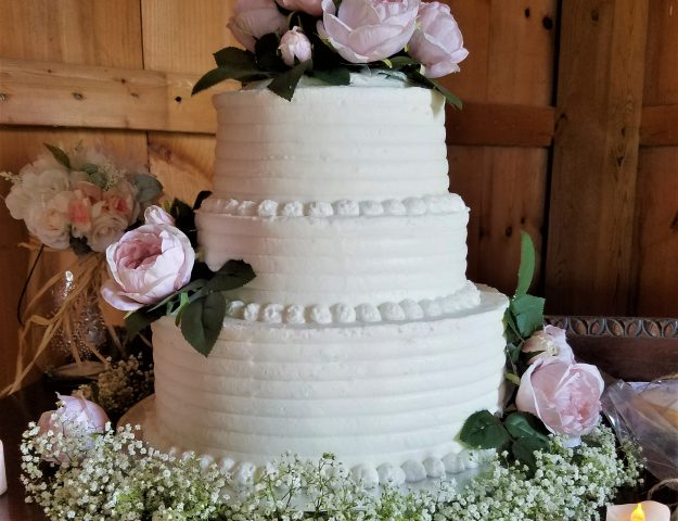simple and elegant three tier wedding cake