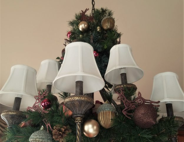 how to decorate a holiday chandelier for Christmas