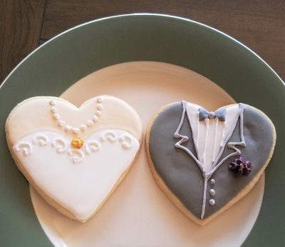 how to decorate bride and groom wedding cookies