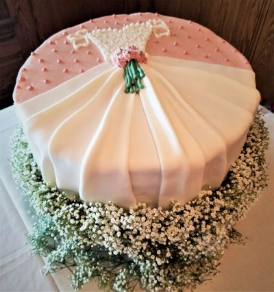 how to decorate a wedding dress cake