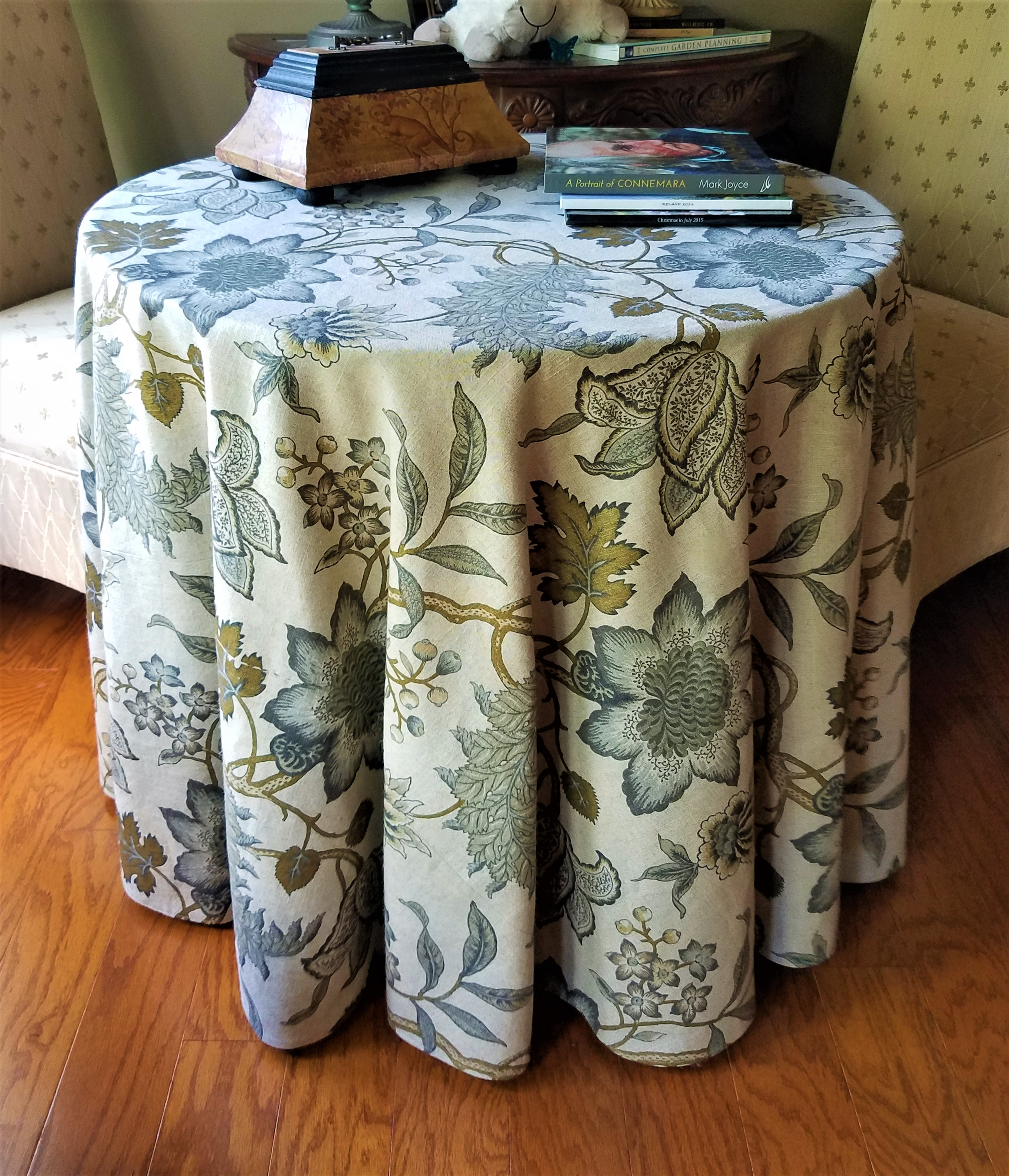 How To Make And Sew A Round Tablecloth