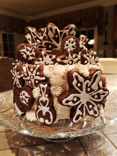 decorate an eggnog and gingerbread christmas cake