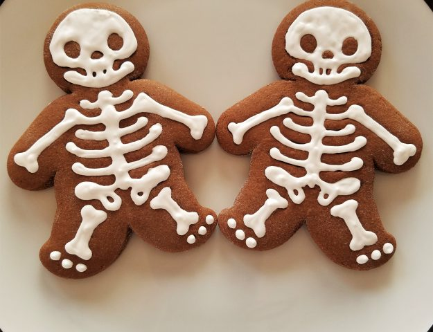 how to make halloween gingerDEAD men cookies